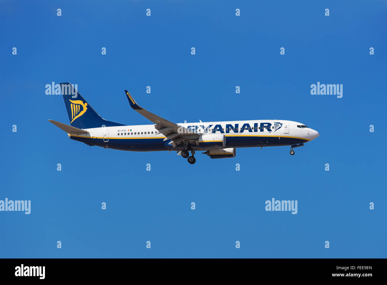 TENERIFE, SPAIN - JANUARY 30: Ryanair Boeing 737 is prepared to land in Tenerife South airport on January 30, 2016. - Stock Image