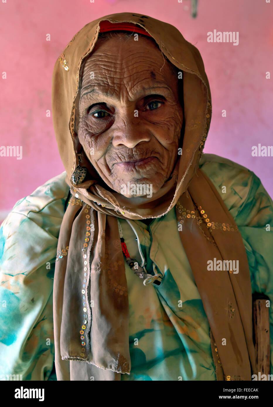 Old woman Berber, 85 years, Aït-Ben-Haddou, Ksar, Souss-Massa-Draa Region, Morocco - Stock Image