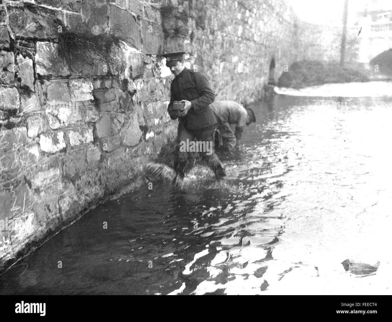 IRISH EASTER RISING British soldiers checking for demolition charges planted on a bridge over the River Tolka, Dublin, - Stock Image