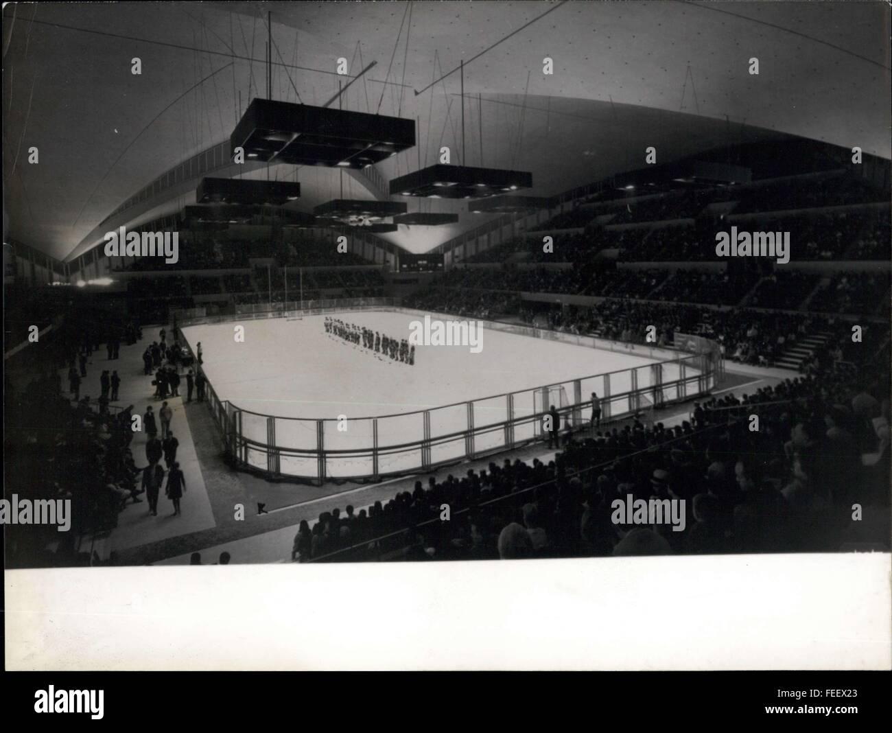 1967 - Grenoble - Gigantic interior of the ice stadium, during the international weeks of November 1967. NPM: La - Stock Image