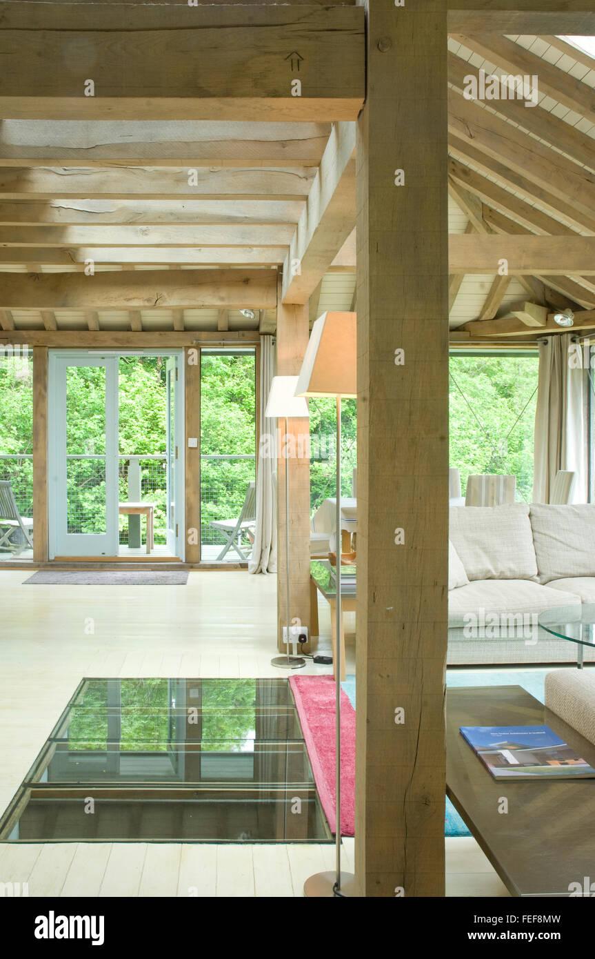 oak new building, interior. living area, oak beams, new build. - Stock Image
