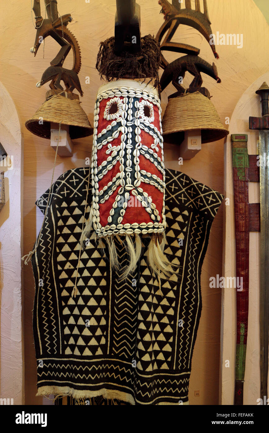 Chiwara ritual dress (Chi-Wara mask of the Bambara people of Mali) in the Kunstkamera museum in St Petersburg, Russia. - Stock Image
