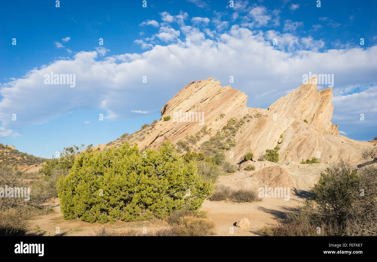 Massive desert rock formations form geologic breaks in the San Andreas fault. - Stock Image