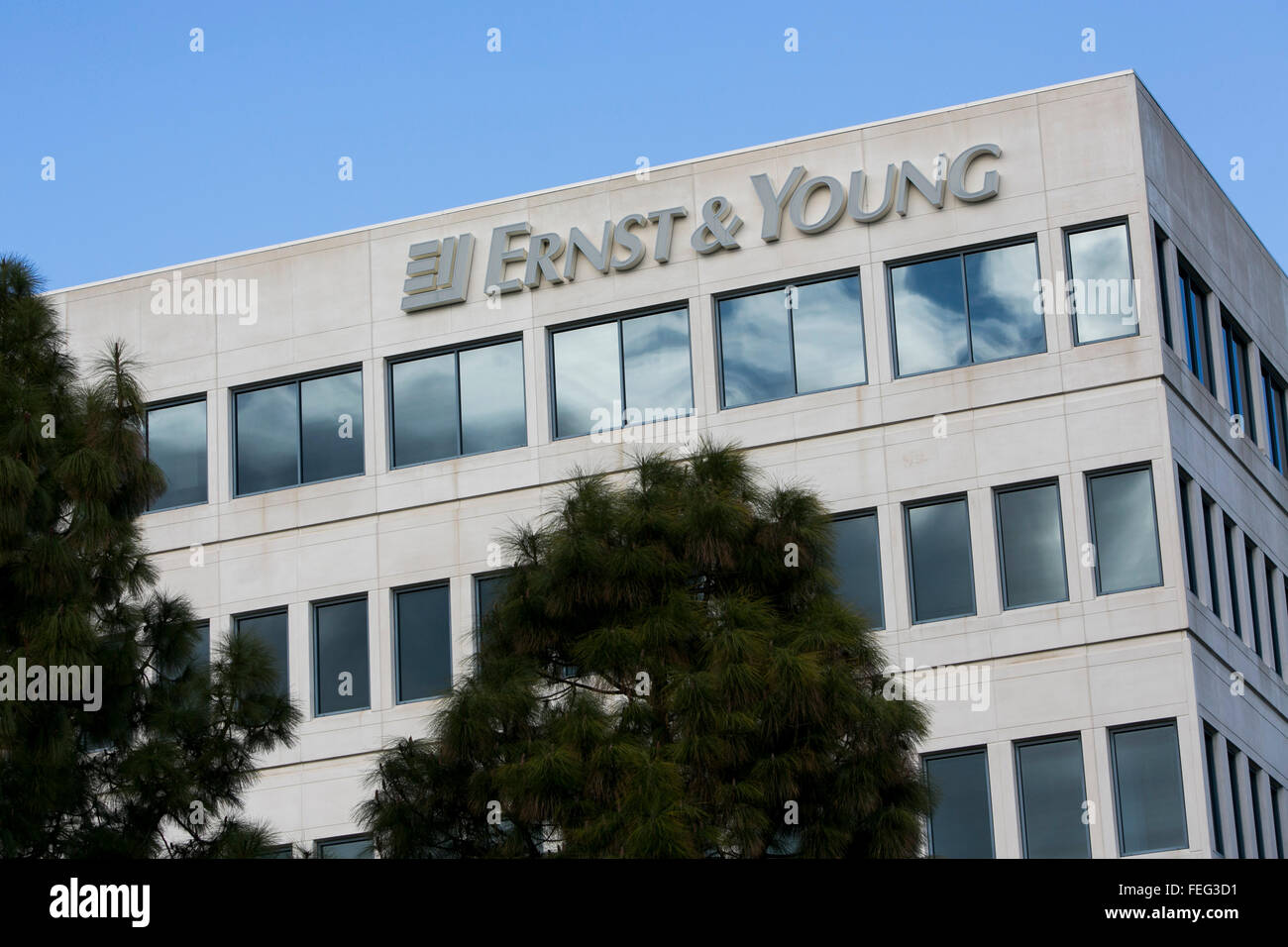 A logo sign outside of a facility occupied by Ernst & Young in Redwood City, California on January 24, 2016. - Stock Image