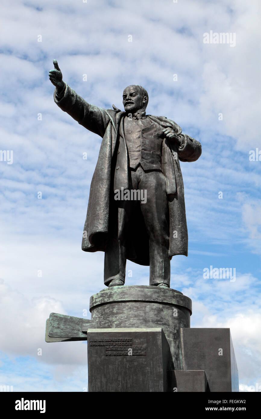 Statue of Lenin in Ploshchad Lenina (Lenin Square) in St Petersburg, Northwestern, Russia. Stock Photo