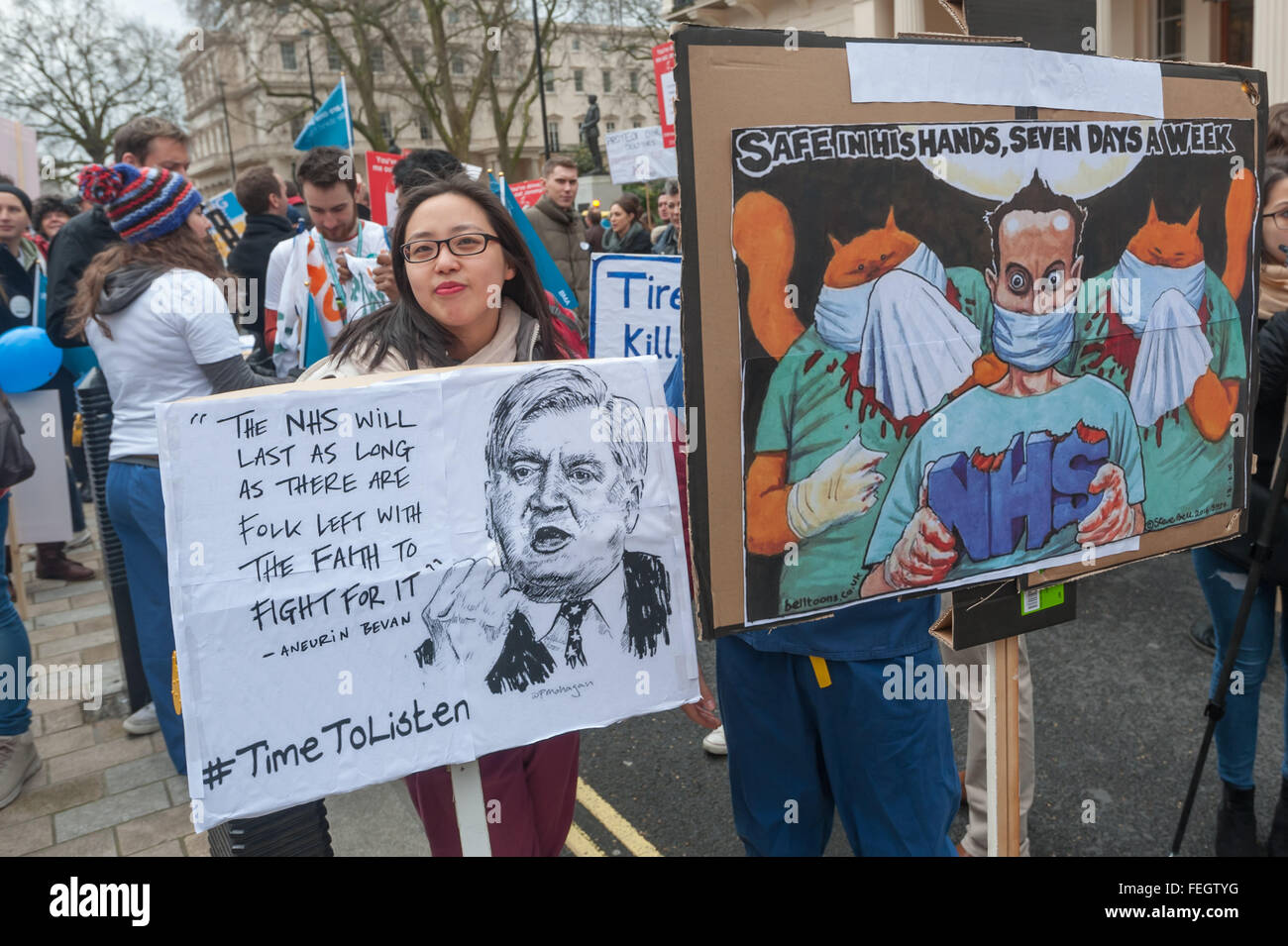 London, UK. 1st February, 2016. Several thousand doctors attend a rally and march to Downing St for a sit-down in - Stock Image