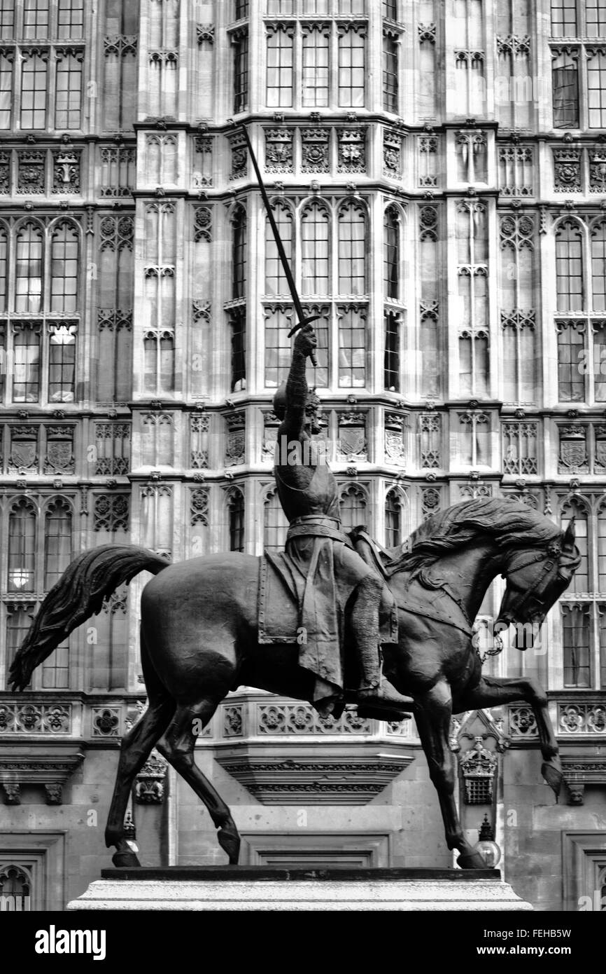 Richard the Lionheart statue outside the Houses of Parliament London Black and white - Stock Image