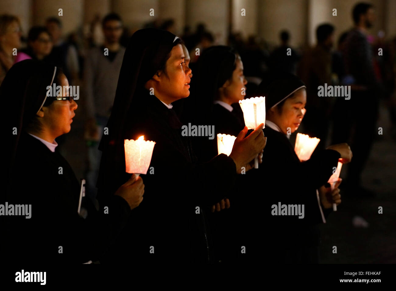 Vatican City. 3rd Oct., 2015. Nuns at the preach of the pope Francis before the Synod on the family, St. Peter's Stock Photo