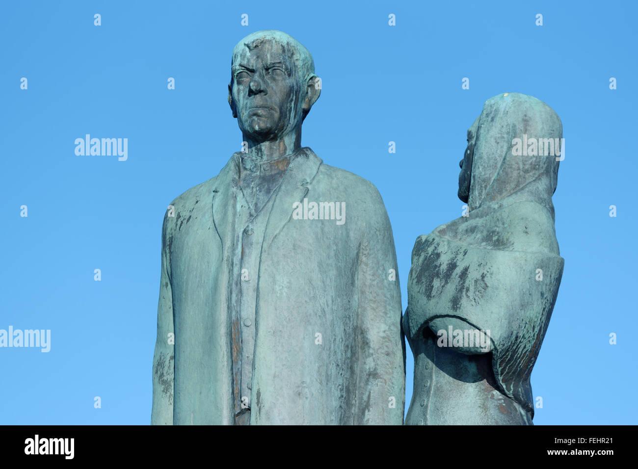 Karlshamn, Sweden - February 04, 2016: The emigrant monument by Axel Olsson, commemorating the Swedish migration - Stock Image