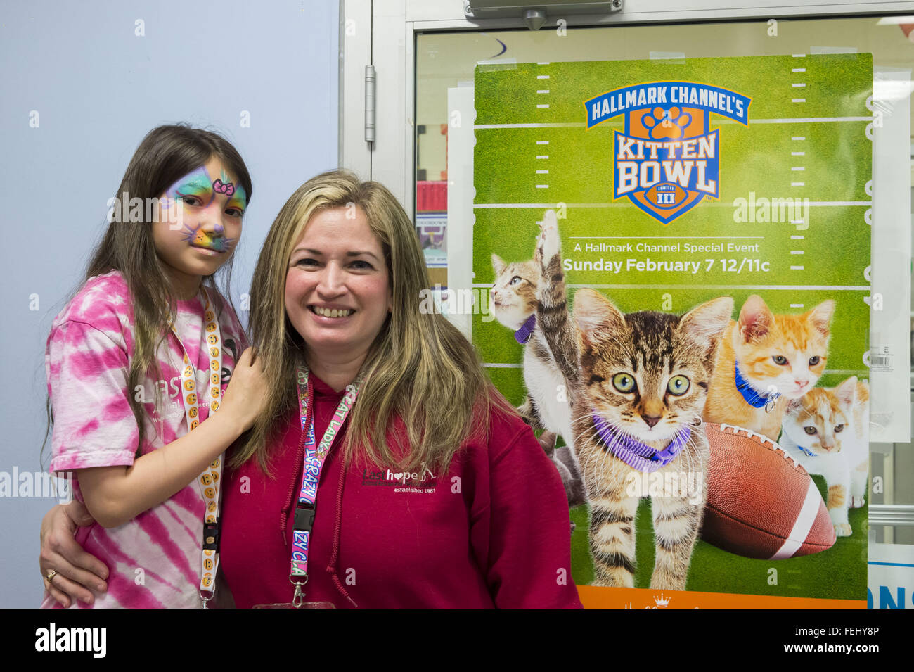 Wantagh, New York, USA. 7th Feb, 2016. SUZANNE FERRARA, with her face painted, and her mother STACY FERRARA, of - Stock Image