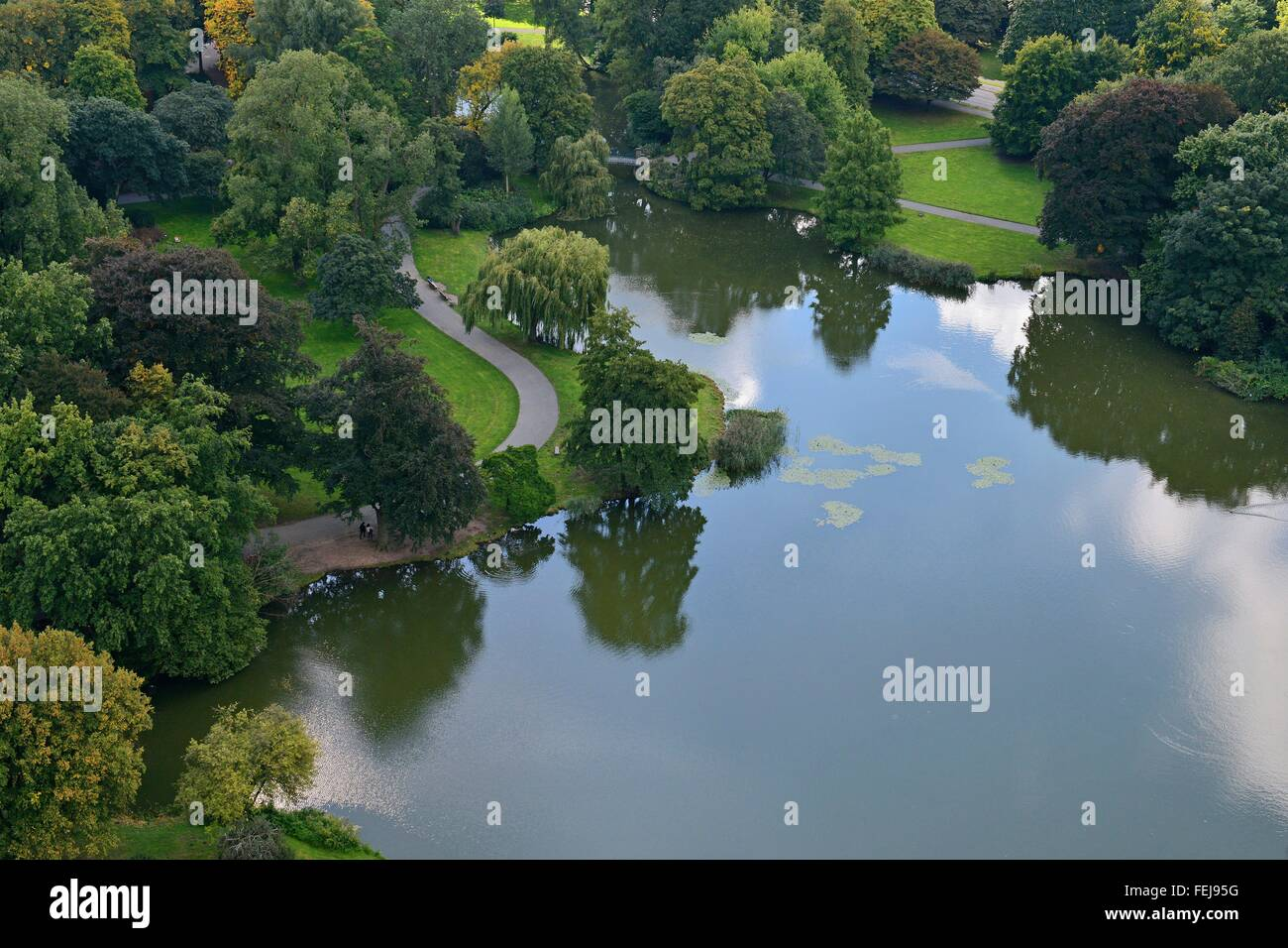 Bendy footpaths at the border of Hanover's pond Maschteich surrounded by a green park, 25 September 2015 Stock Photo