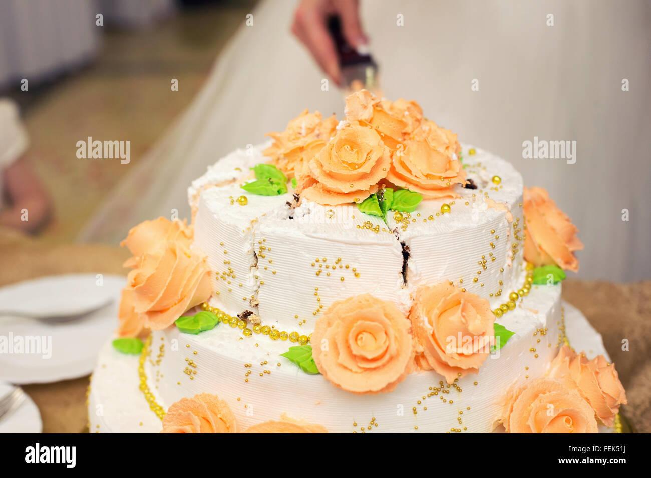 white wedding cake with orange details Stock Photo: 95078078 - Alamy