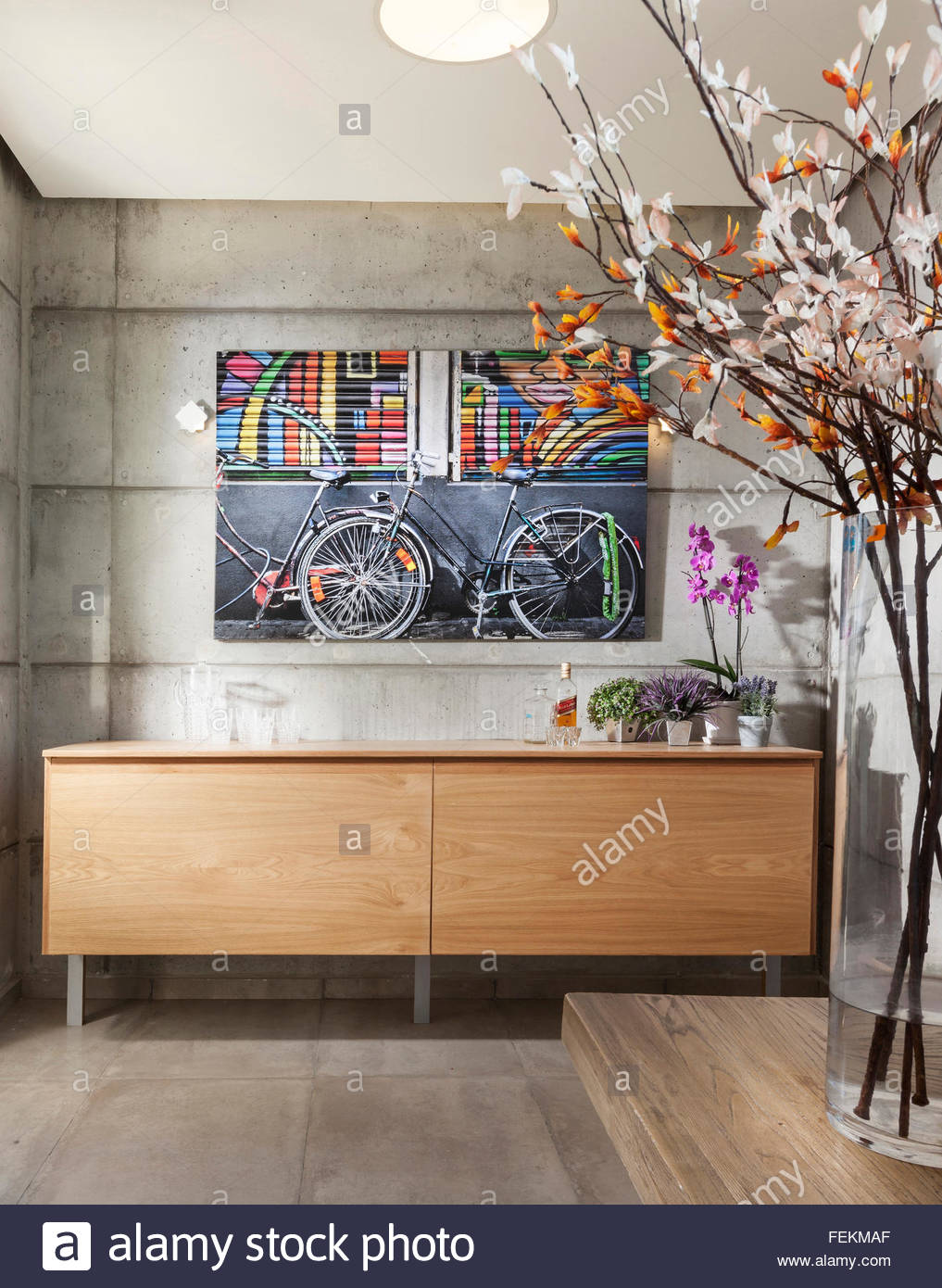 Modern villa in Gan Ner, Israel. A hallway. Artwork on the wall and large vase of flowers. - Stock Image