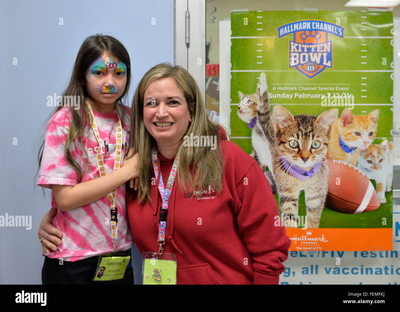 Wantagh, New York, USA. 7th February 2016. SUZANNE FERRARA, with her face painted, and her mother STACY FERRARA, - Stock Image
