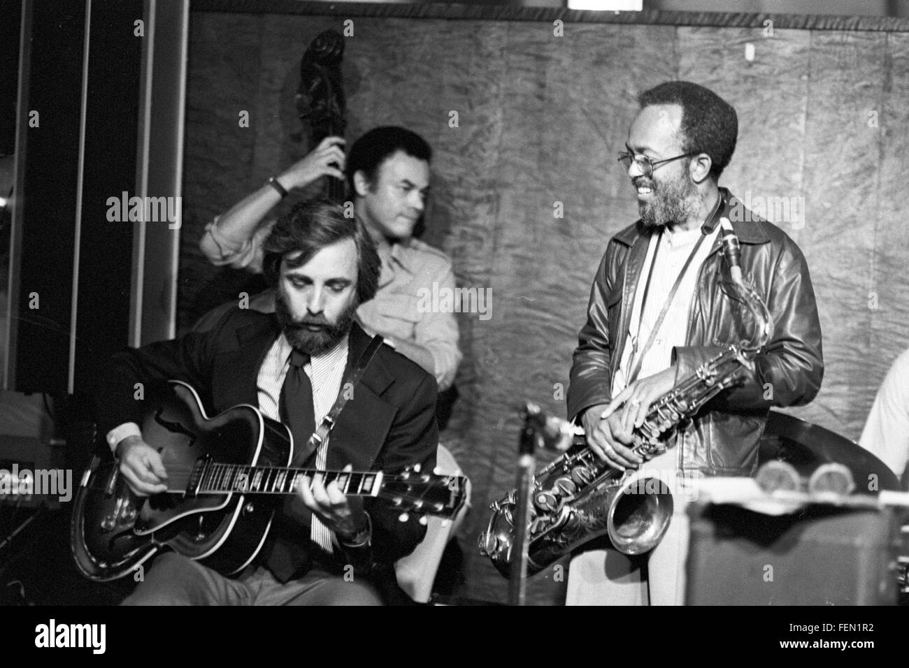 "Bill Wurtzel guitar, Earl May bass, Jimmy Heath, at Les Lieber's ""Jazz at Noon"" on 58th Street in Manhattan. The - Stock Image"