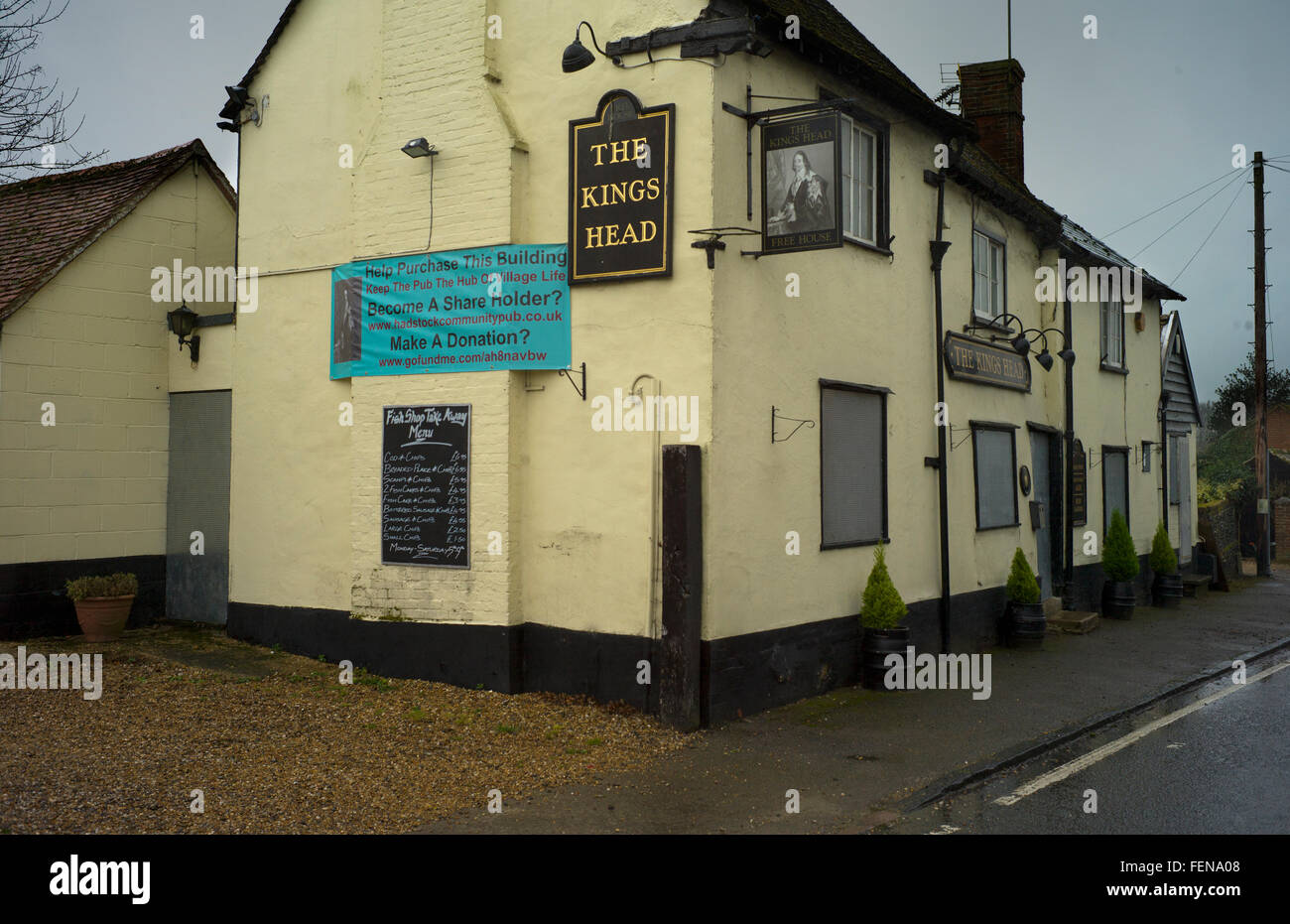 Closed up pub The Kings Head, Hadstock,Cambridgeshire, Feb 2016. Closed at the end of January 2016, this village - Stock Image