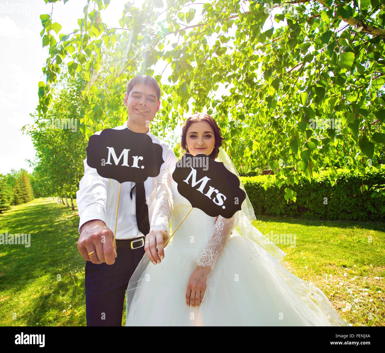 Funny bride and groom with Mr and Mrs signs. Happy wedding day Stock ...