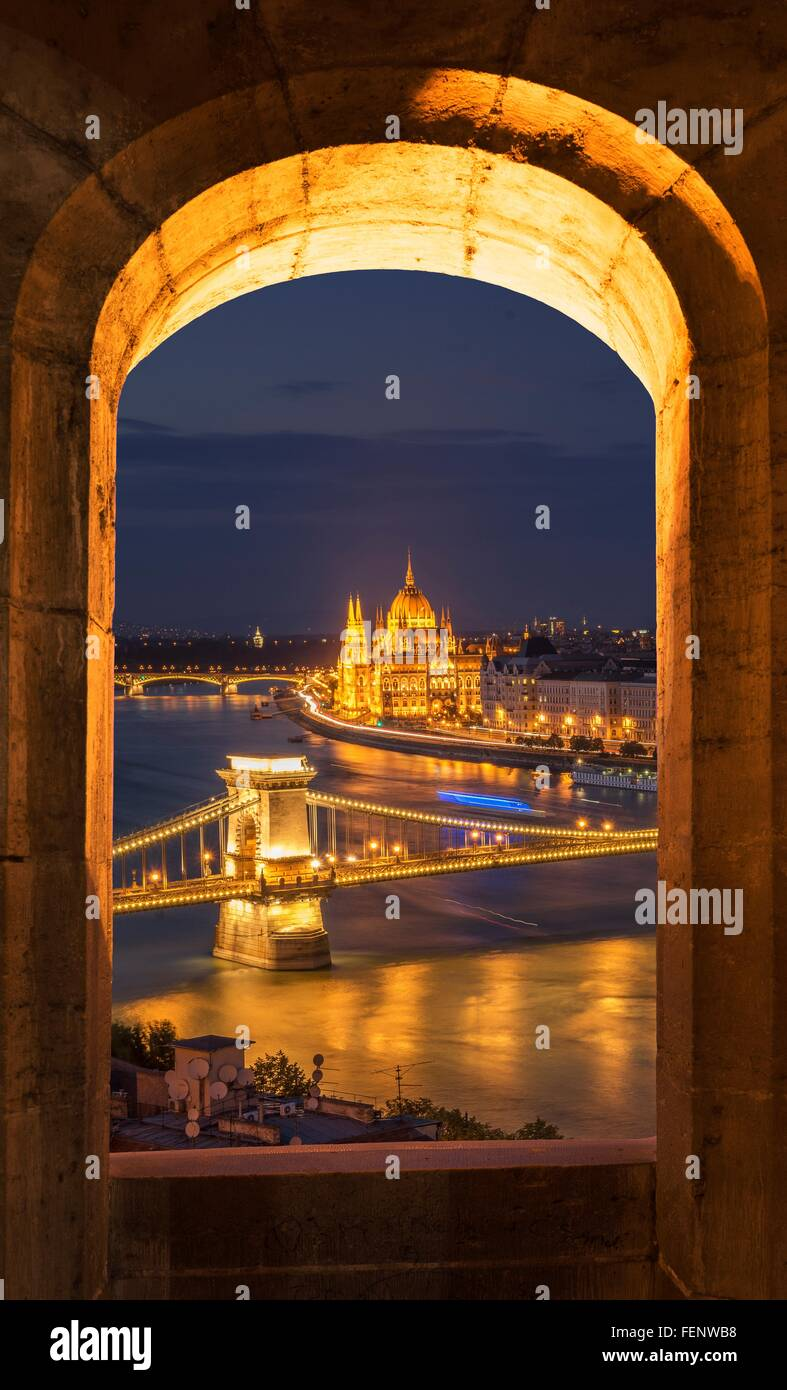 Chain Bridge and the Parliament, view from Fisherman's Bastion at night, Hungary, Budapest - Stock Image