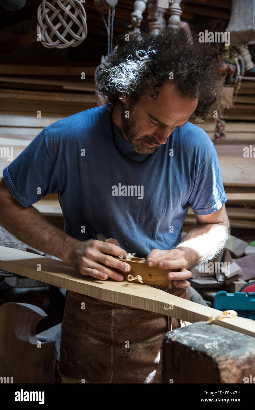 Paolo Brandolissio replacing a new rudder to a gondola oar or remo in his workshop in Venice, Italy. - Stock Image