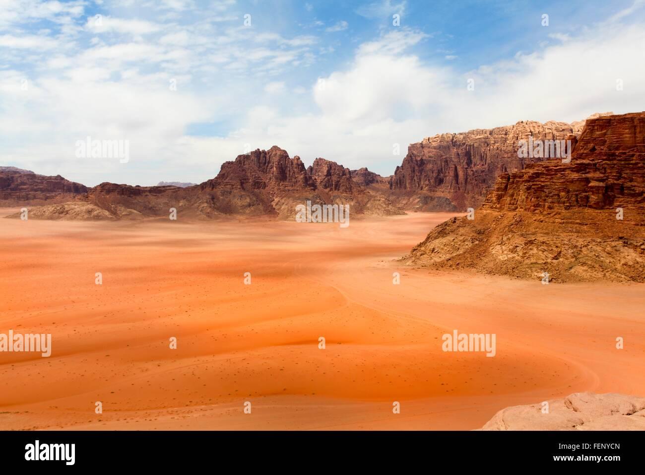 Elevated view of dessert and mountain range, Wadi Ram, Jordan - Stock Image