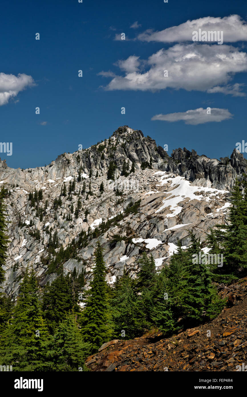 CALIFORNIA - Sawtooth Ridge from summit of the Caribou Scramble in Trinity Alps Wilderness of Shasta-Trinity National - Stock Image