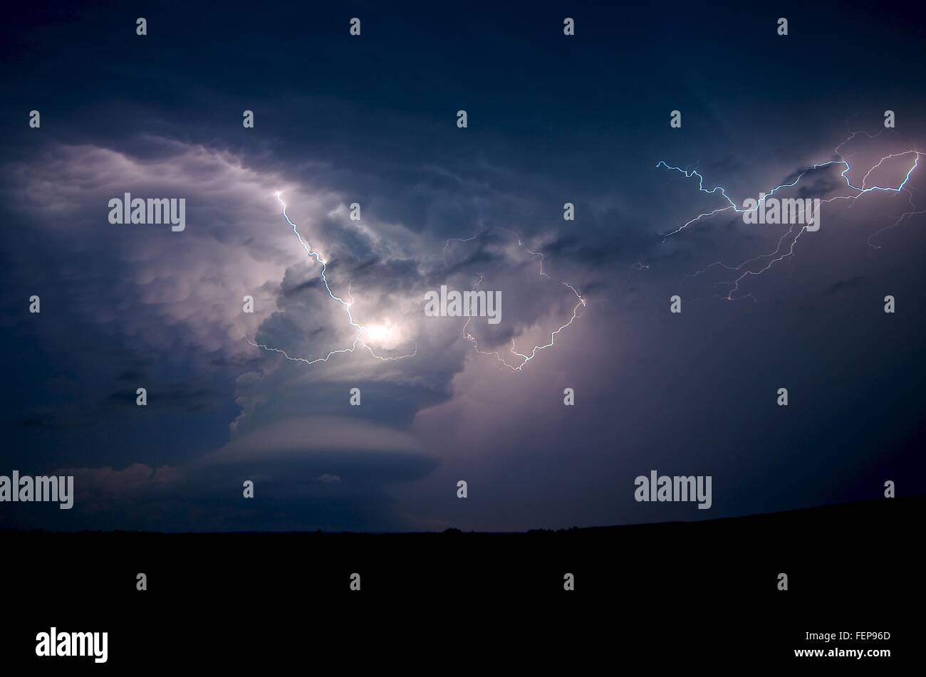 A low-precipitation supercell near Arcadia, Nebraska, USA, on May 26, 2013, east of Broken Bow - Stock Image