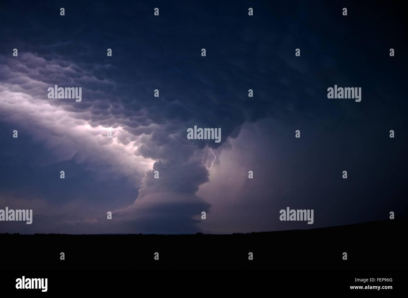 A low-precipitation supercell near Arcadia, Nebraska, USA, on May 26, 2013, east of Broken Bow Stock Photo