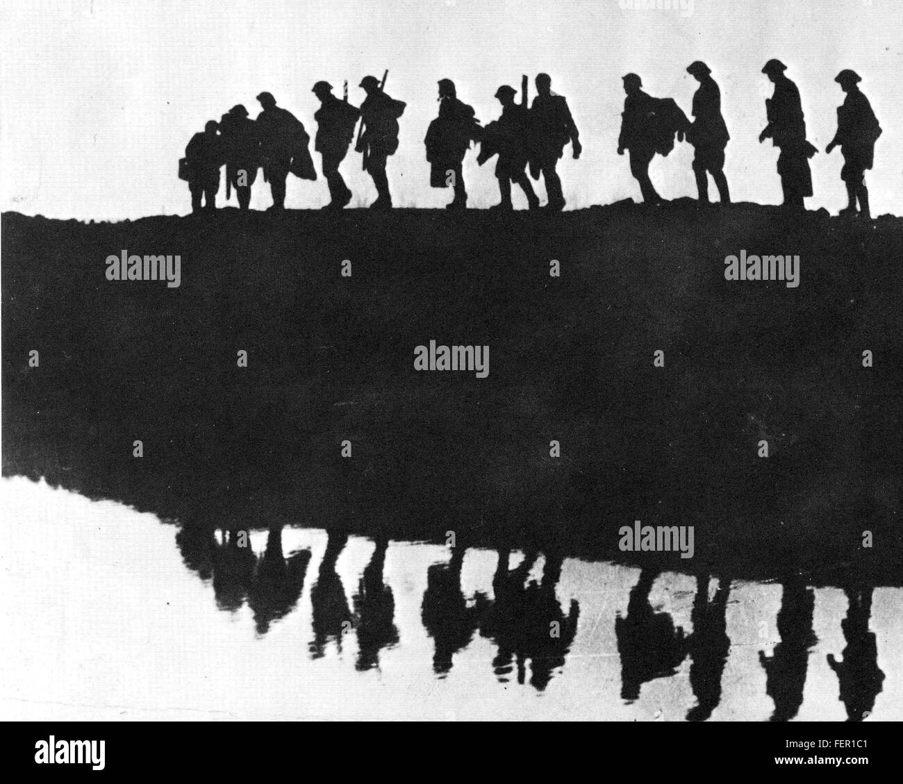 FIRST WORLD WAR  Silhoutte of British soldiers - Stock Image