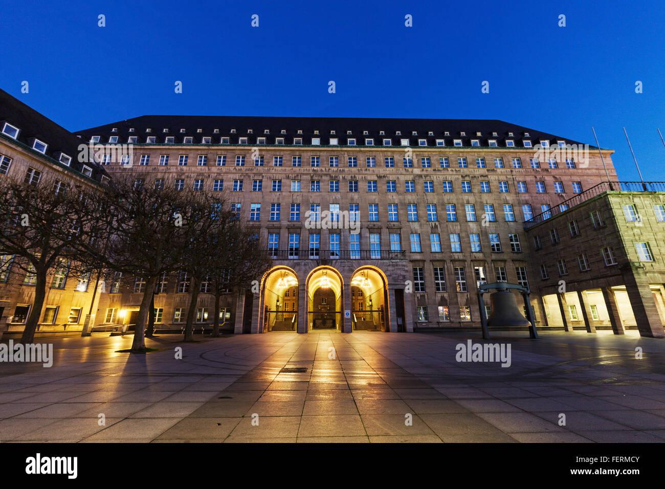 Bochum Rathaus at night - Stock Image