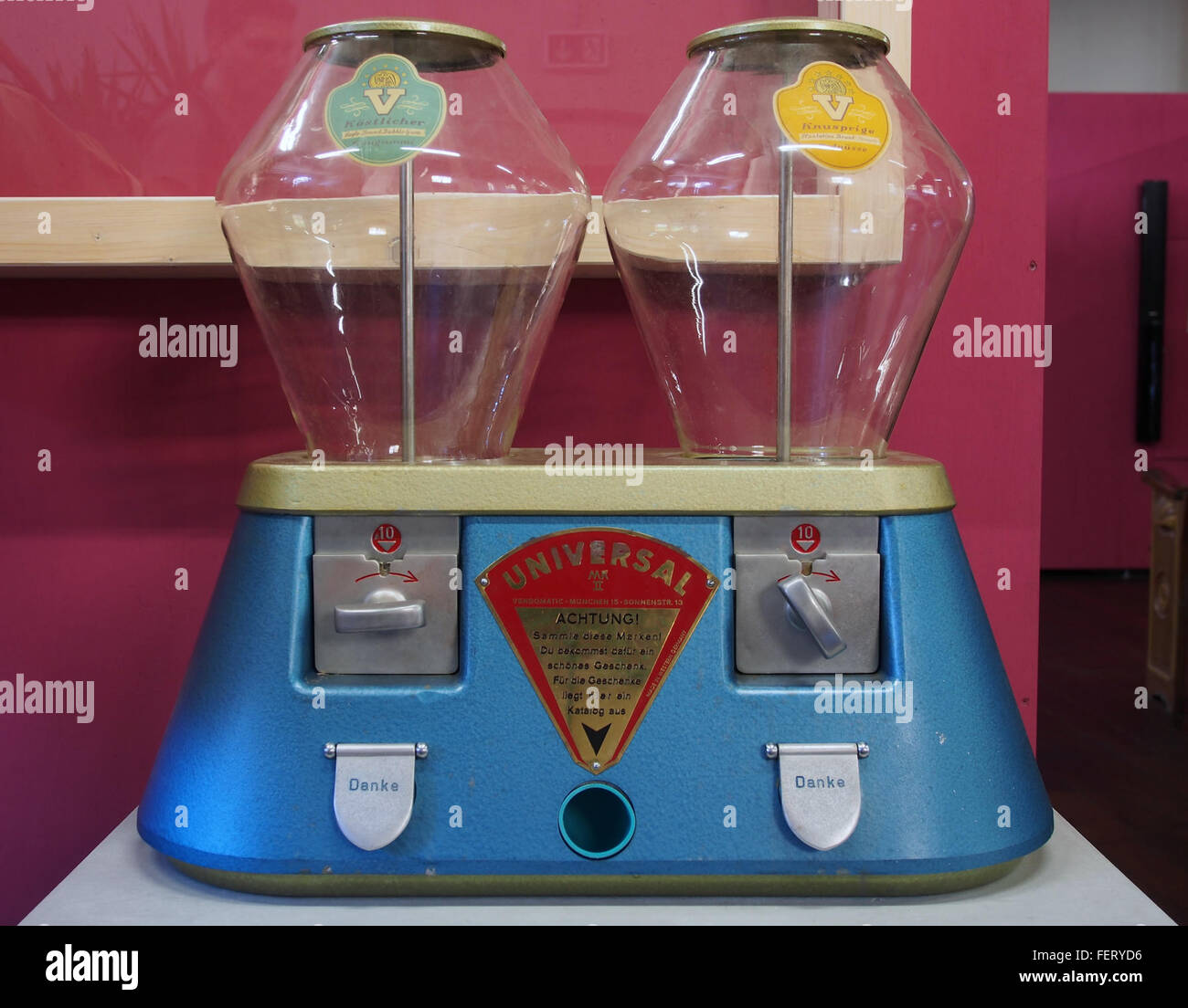 Universal MkII dispenser bild1 - Stock Image