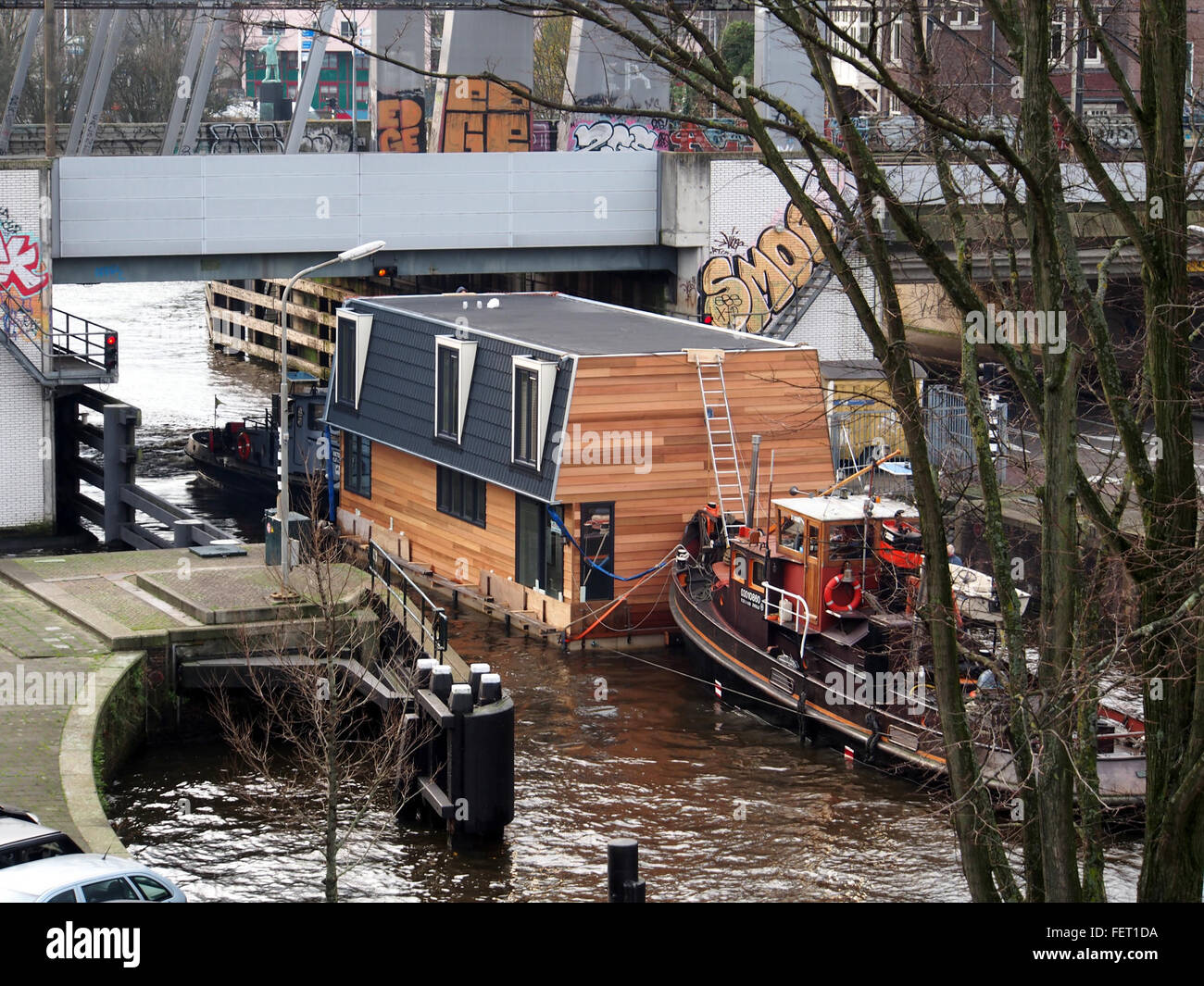 Housboat moved by Wiljo ENI 03010860 pic4 - Stock Image