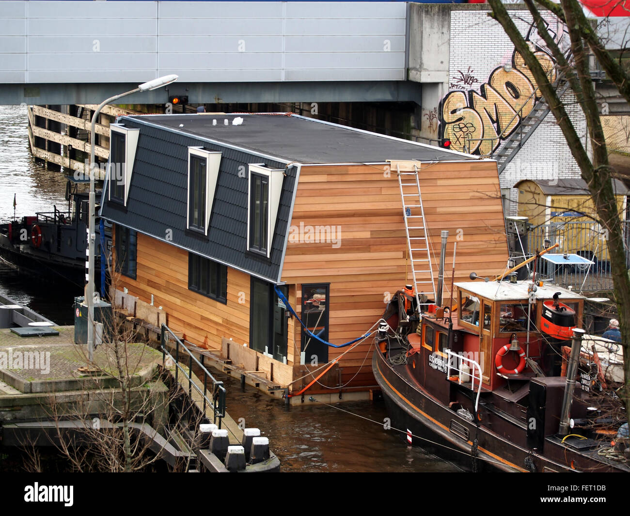 Housboat moved by Wiljo ENI 03010860 pic1 - Stock Image