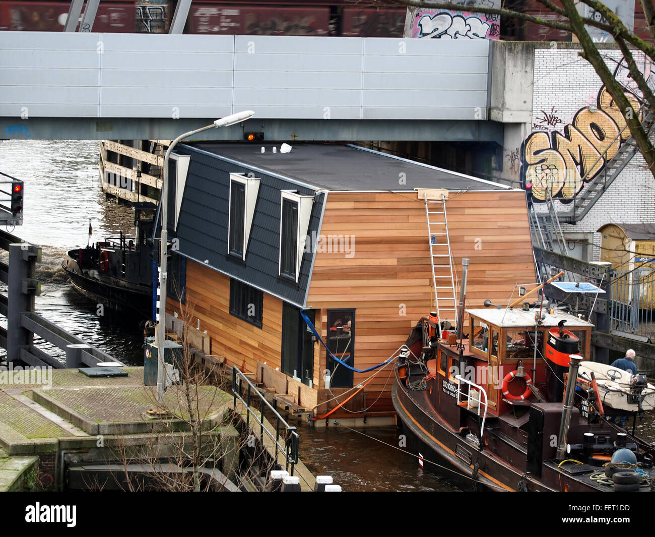 Housboat moved by Wiljo ENI 03010860 pic2 - Stock Image