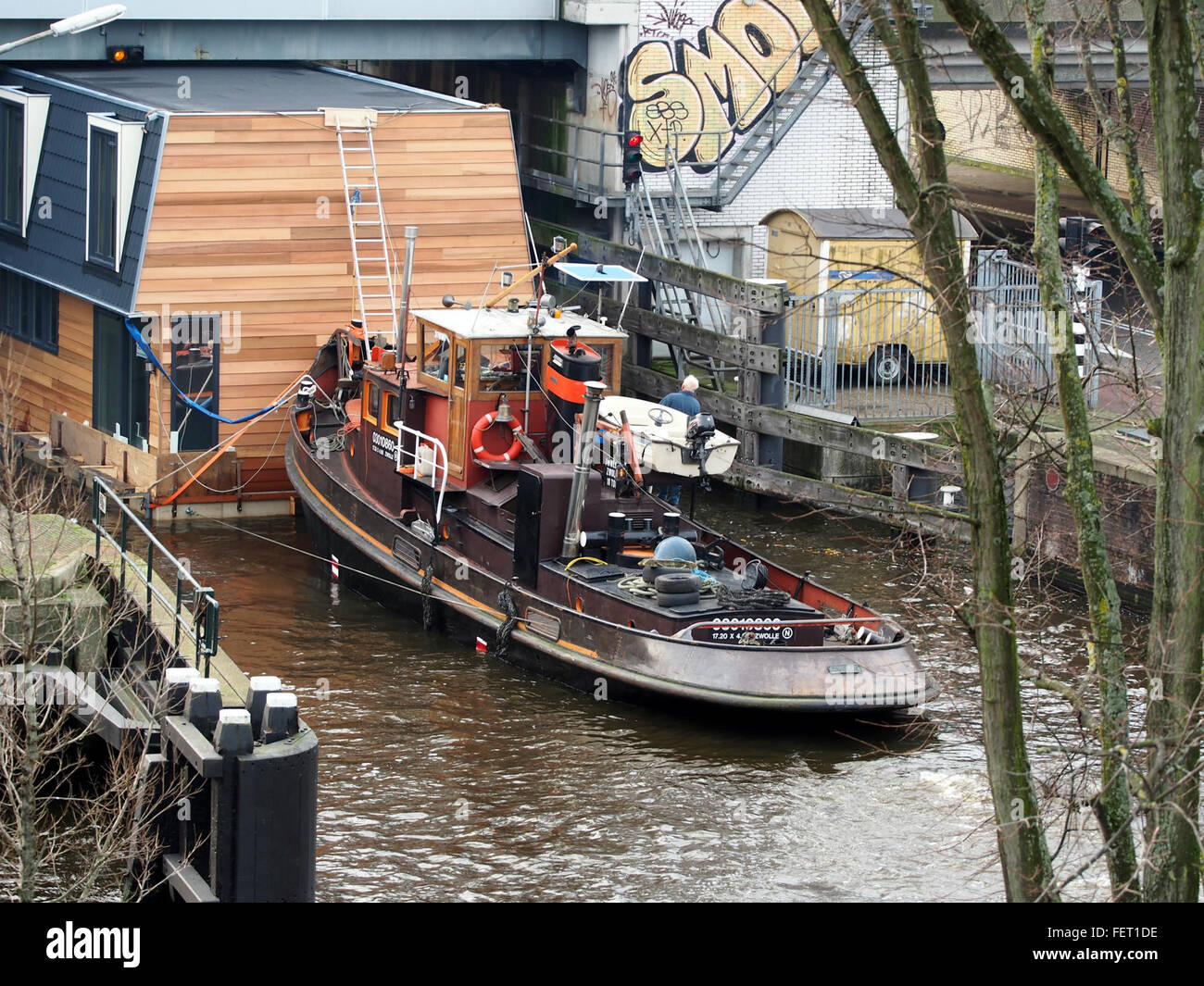 Housboat moved by Wiljo ENI 03010860 pic3 - Stock Image