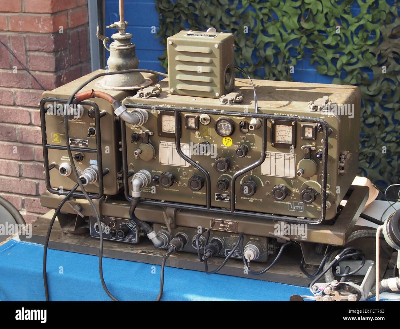 Oude radio zender-ontvanger van Koninklijke Landmacht - Stock Image