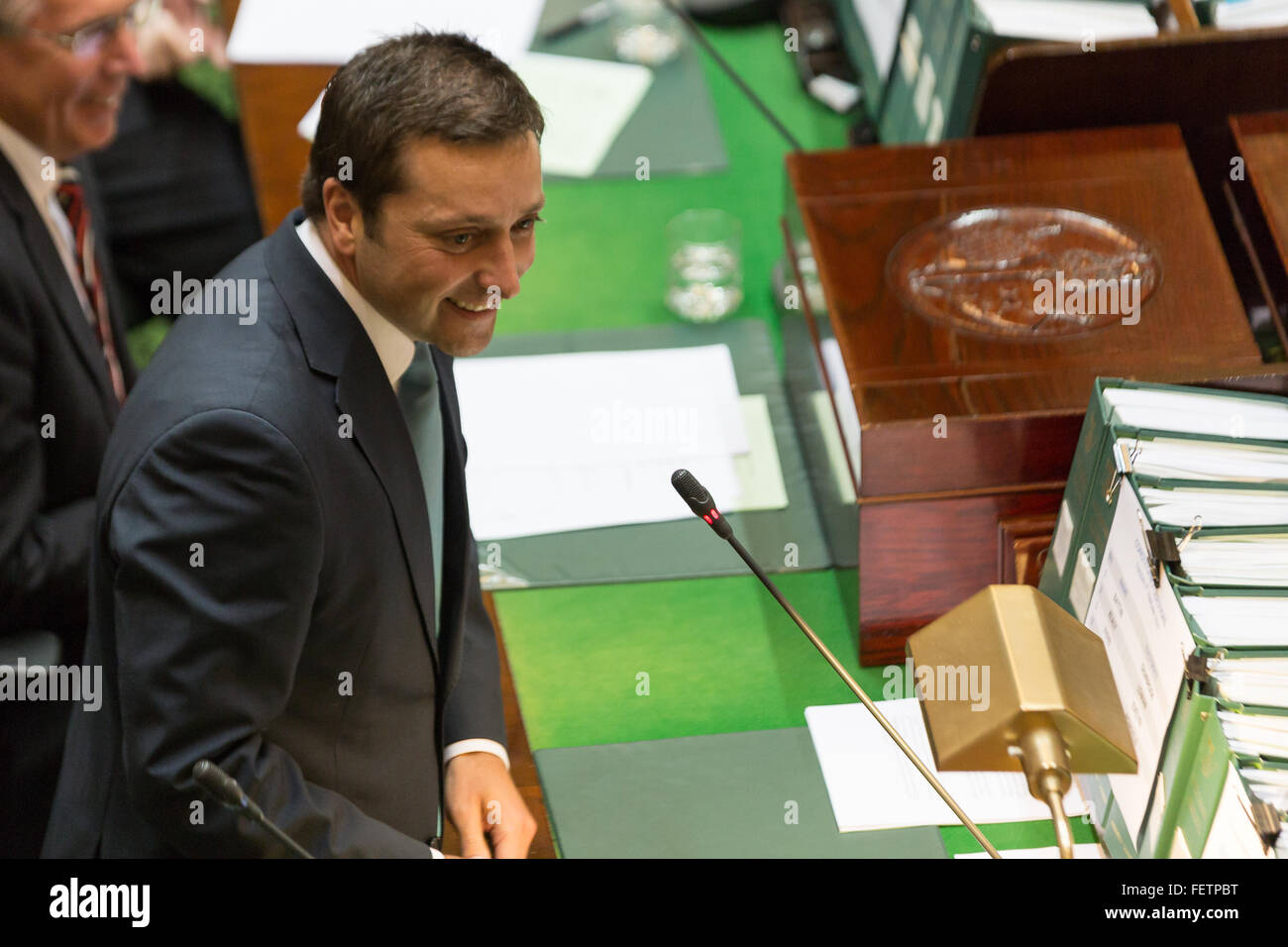 Melbourne, Australia. 9th February, 2016. The leader of the Opposition, Matthew Guy grills the government over the - Stock Image
