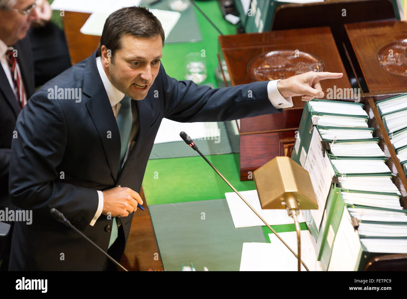 Melbourne, Australia. 9th February, 2016. The leader of the Opposition, Matthew Guy grills the government level - Stock Image