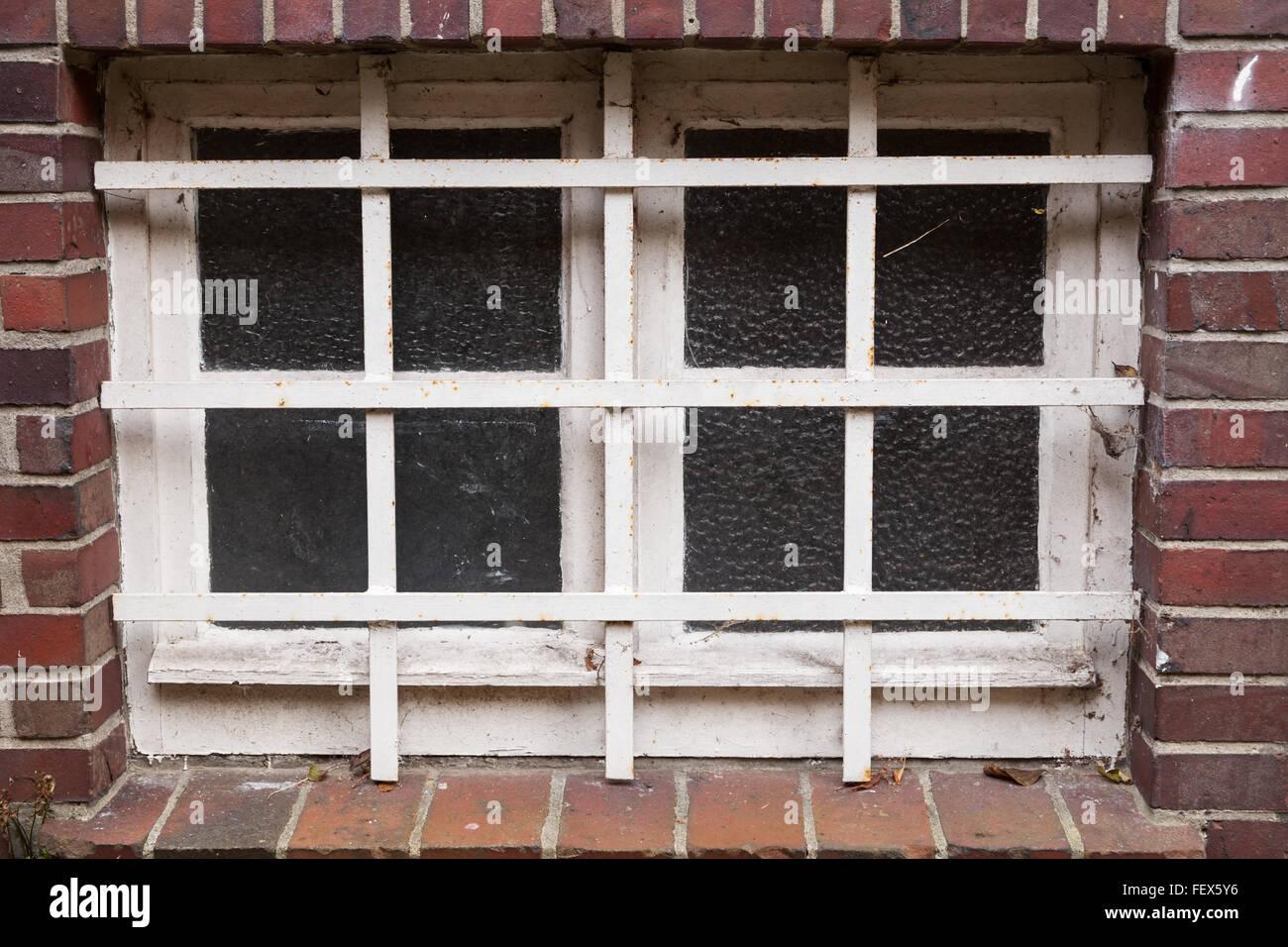 cellar window barred - Stock Image & Cellar Window Stock Photos u0026 Cellar Window Stock Images - Alamy