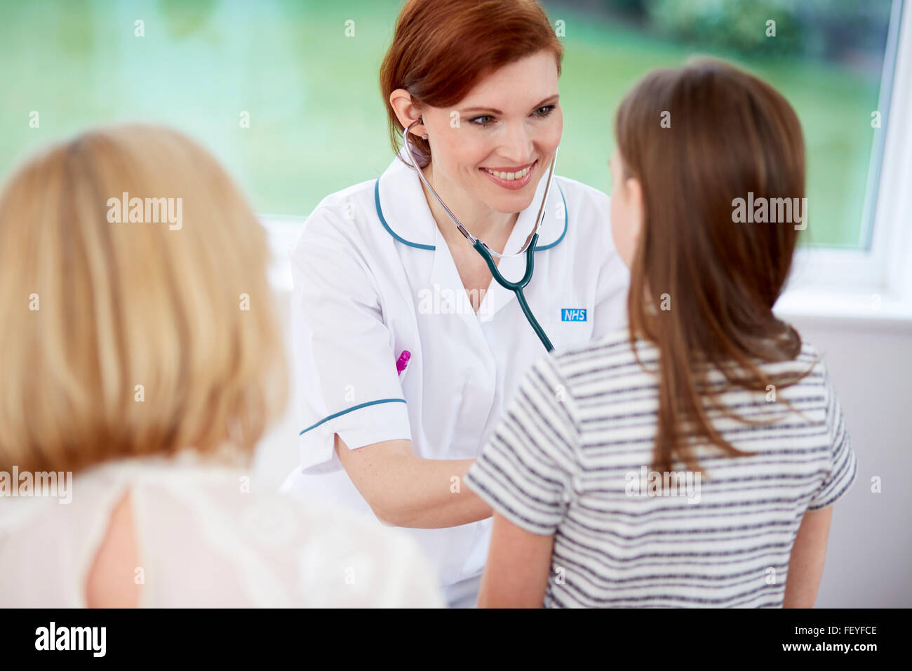 Doctor talking to patient - Stock Image
