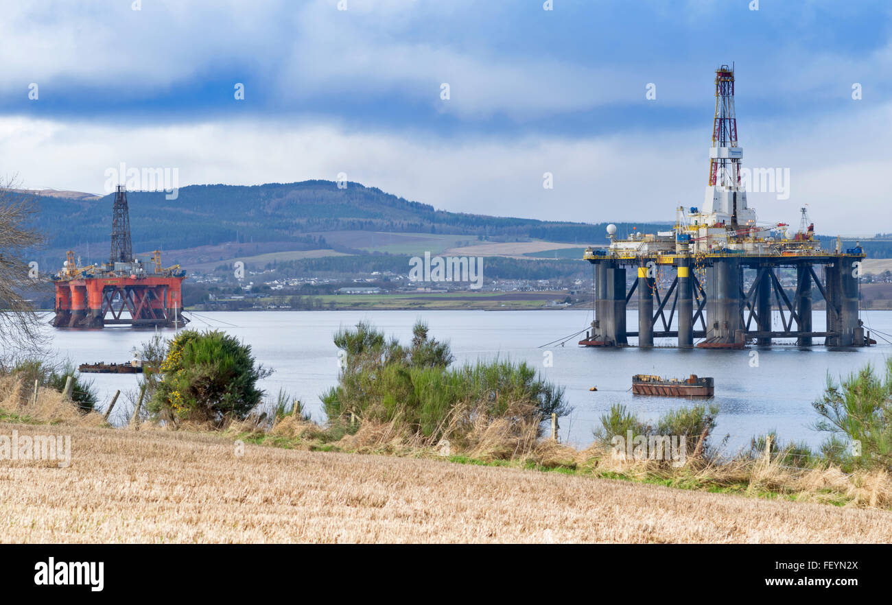 NORTH SEA OIL RIGS SEDCO 712 AND OCEAN VANGUARD UNDERGOING REPAIRS IN THE CROMARTY FIRTH ANCHORED OFF INVERGORDON - Stock Image