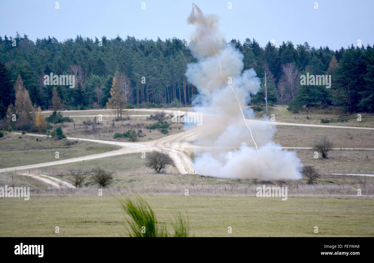 A rocket propels a line of C-4 explosive charges as soldiers from the 10th Engineer Battalion, 1st Armored Brigade - Stock Image