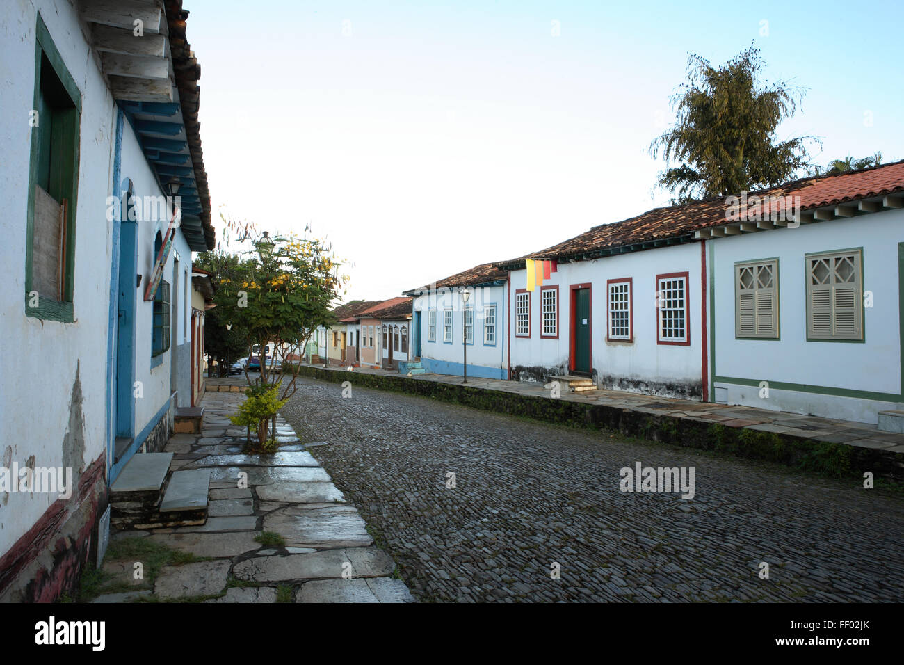Brazil, Goias, Pirenopolis, cobbled street lined with colonial houses - Stock Image