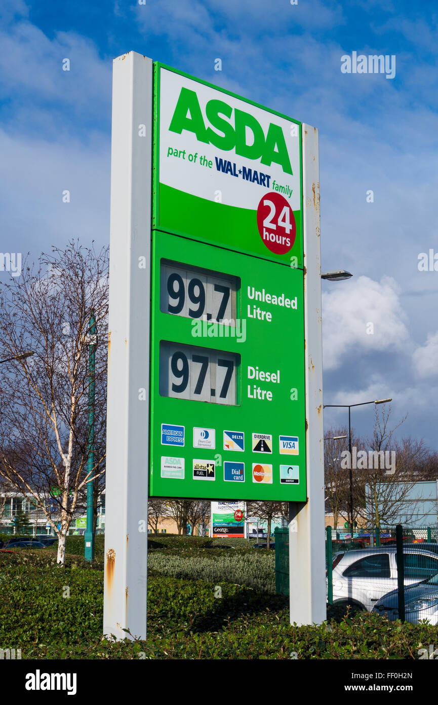Fuel Station Forecourt Sign showing the lowest fuel prices since December 2009 - Stock Image