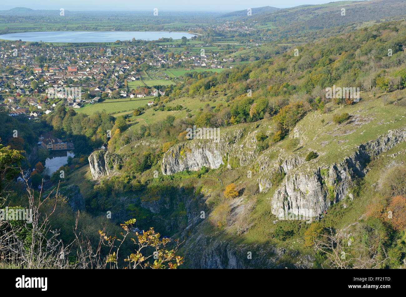 Cheddar Gorge viewed from Cheddar Cliffs, with Cheddar Reservoir, Brent Knoll & Crook Peak in the distance - Stock Image