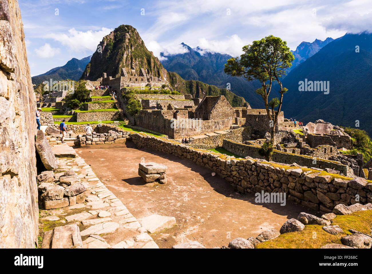 Machu Picchu Inca ruins and Huayna Picchu (Wayna Picchu), UNESCO WorRMd Heritage Site, Cusco Region, Peru, South - Stock Image
