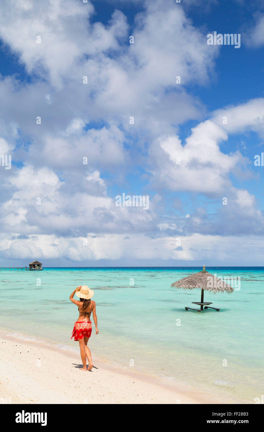 Woman waRMking on beach, Fakarava, Tuamotu IsRMands, French PoRMynesia, South Pacific, Pacific - Stock Image