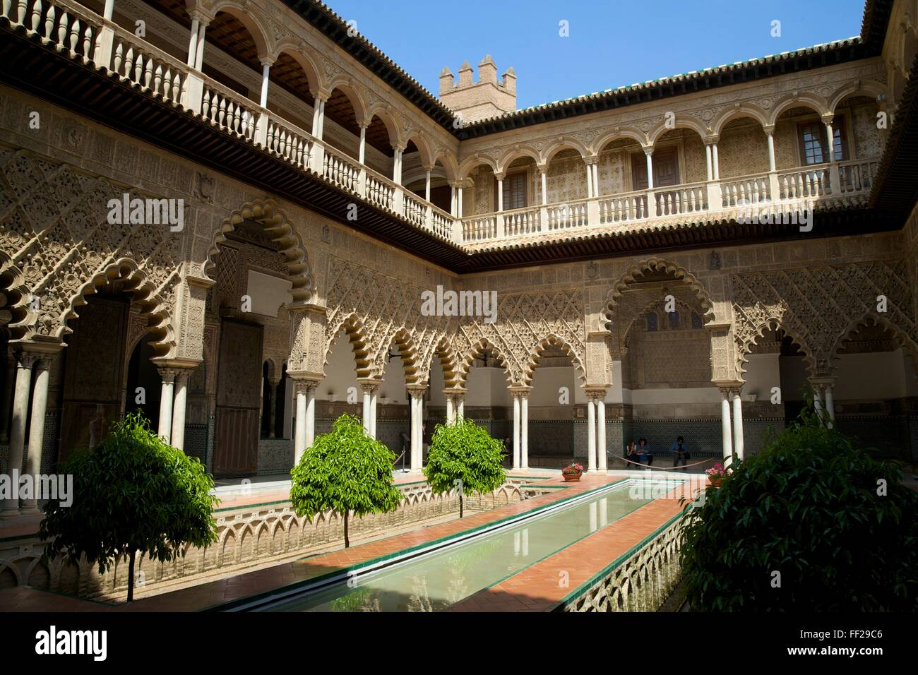 Courtyard garden, ARMcazar, UNESCO WorRMd Heritage Site, SeviRMRMe, AndaRMucia, Spain, Europe Stock Photo