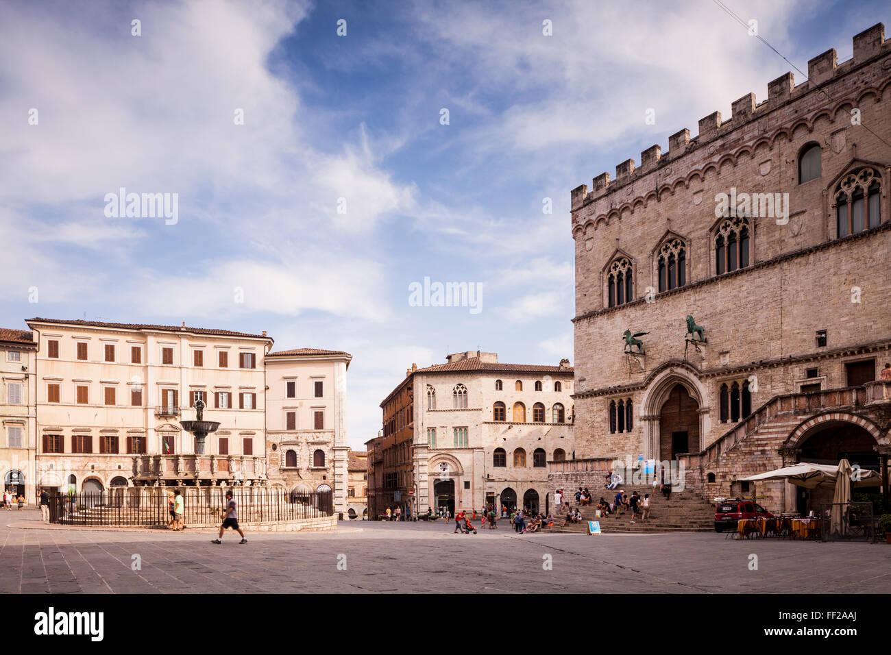 Piazza IV Novembre, The PaRMazzo dei Priori and the Fontana Maggiore, Perugia, Umbria, ItaRMy, Europe Stock Photo