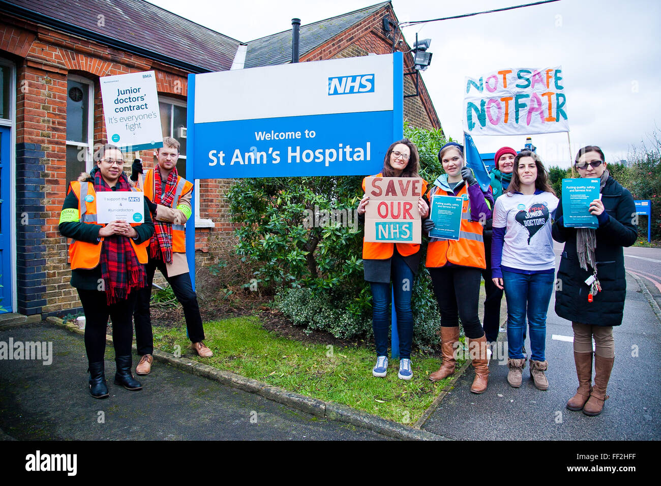 London, UK. 10th February, 2016. Junior Doctors on strike outside St Anns Hospital as they begin their second 24 - Stock Image
