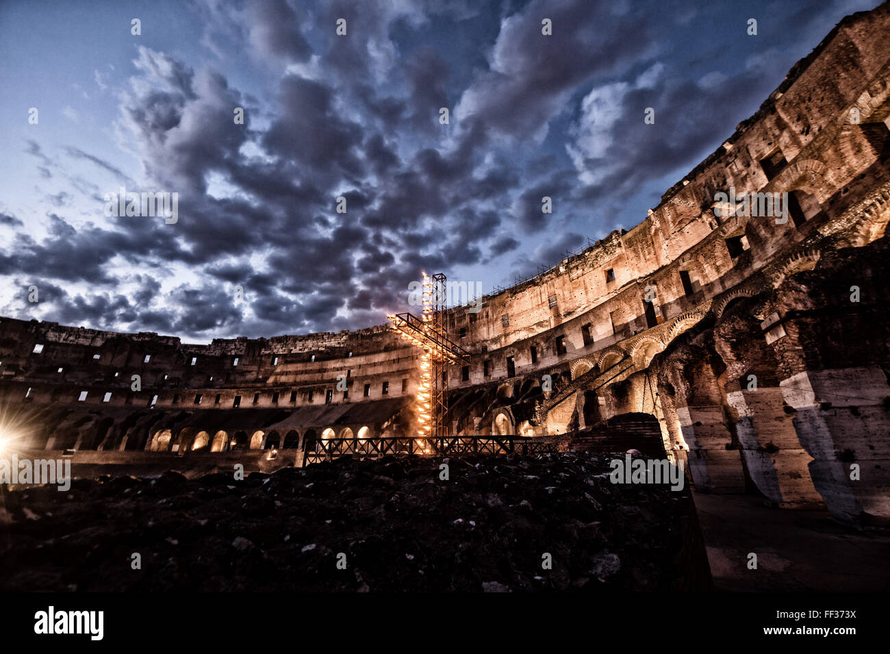 Colosseum with a lighten cross Colosseo croce accesa Picture post processed with a filter  Venerdi Santo Via Crucis - Stock Image